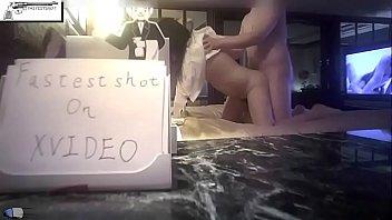 Фотолюбитель сбросил мамочку в эротичном белье и дал ей подрочить член