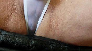 Избранник онанирует анал худышки секс игрушкой перед анально-вагинальным проникновением