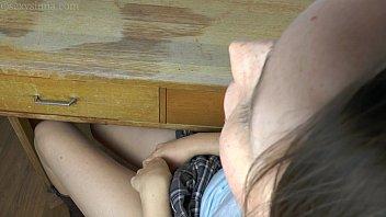 Парень позвал красотку в дом, дабы развлечься с ней анально-вагинальным поревом