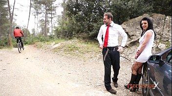Рыжая бестия в свадебном юбочке яростно трахается с супругом