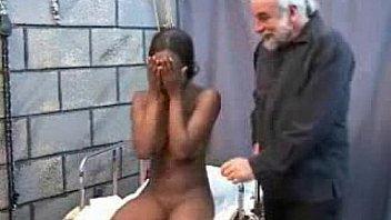 Медсестра с крупными грудями жарко дрочит в палате