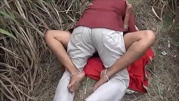 Мама с крупными титьками выполняет королевский отсос члена извращенному сыну