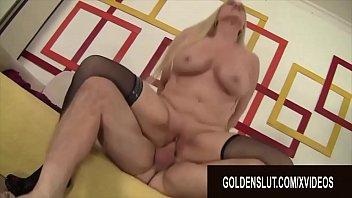 Красотуля во времячко эротического массажа решается и на секс